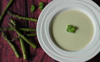 Spargelcremsuppe mit grünem Spargel